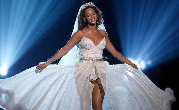 rochia alba Beyonce